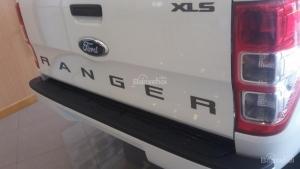 Ford Ranger XLS AT trắng 2017 tại Tuyên Quang giao xe ngay trong ngày