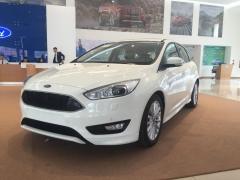 Bán xe Ford Focus 1.5L Ecoboot Trend 2017, đủ màu giao ngay