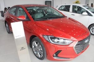 Hyundai Elantra 2017, màu đỏ, các phiên bản AT, MT giá cạnh tranh, mua xe chỉ từ 115 triệu - LH 090.467.5566