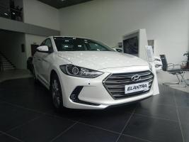 Hyundai Elantra 2017, màu trắng, các phiên bản, giá cạnh tranh, mua xe chỉ từ 115 triệu - LH 090.467.5566