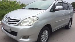 Bán xe Toyota INNOVA 2.0G sản xuất 2010 màu bạc chính chủ đang đi