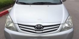Chính chủ bán xe Toyota Innova 2.0G xịn bản đủ, màu bạc đời 2010 số sàn biển HN 405tr.