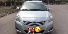Nhà Cần bán xe Toyota Vios E đời 2010, màu bạc, biển HN giá 288tr.