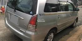 Xây nhà kẹt tiền bán Innova 2010 số sàn màu bạc xe đẹp chính chủ.