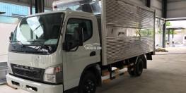 Giá xe Fuso Canter 6.5 thùng kín tải trọng 3.2 tấn 2017. LH: 098 136 8693