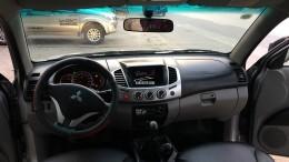 Bán Mítsubishi triton đời cuối 2011,sơn zin cả xe,chạy 6 vạn.máy dầu,2 cầu,số sàn