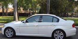 cần bán BMW 320i trùm mền ít đi, sản xuất 2010, màu trắng