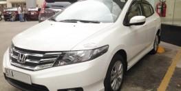 Bán xe Honda city AT 2013 màu trắng
