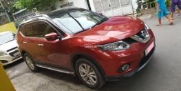 Cần bán xe Nissan X-trail đời 2017 đk 2018 số tự động màu đỏ