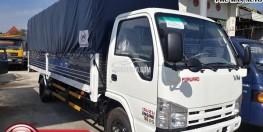 Xe tải ISUZU 1t9 thùng dài 6m2 chở sắt thép trong thành phố.