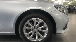 Bán xe Mercedes E200 Bạc xanh cũ - lướt 7/2018 Chính hãng.