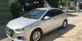 Bán em Hyundai Accent 9/2018 tự động đặc biệt màu bạc xe đẹp như hãng