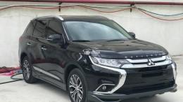 Cần bán xe Mitsubishi Outlander 2.0 premium có cửa sổ trời giá đang ưu đãi