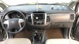 Cần bán Toyota Innova 2.0E năm sản xuất 2013, màu bạc. Xe k lỗi nhỏ!
