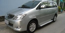 Bán Toyota Innova V 2011 màu bạc xe gia đình đi rất mới.