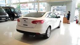 Ford Focus 2019 giá tốt, vay mua xe lãi suất thấp