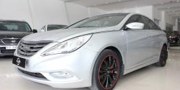 Cần bán Hyundai Sonata đời 2011 2.0 AT, Odo: 127.457 km, màu xám xe đẹp.