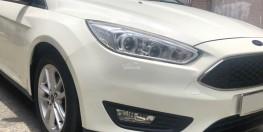 Bán Ford Focus bản hatback full đồ chơi 2017 màu trắng cực đep