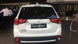 Bên em đang sẵn các dòng xe của Mitsubishi Outlander đủ màu, phiên bản giao luôn