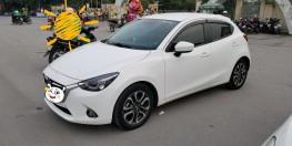 BÁN xe Mazda2 hatchback màu trắng, đăng ký 12/2016, đã đi 60.000 km.