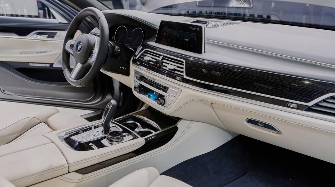 BMW M760Li xDrive 2017 9