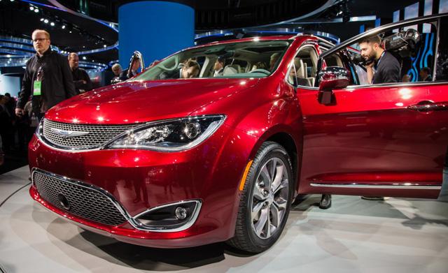 Chrysler Pacifica 2017 1