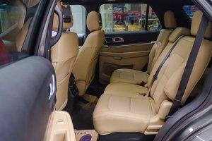 Đánh giá xe Ford Explorer 2017: Thiết kế hàng ghế sau 1