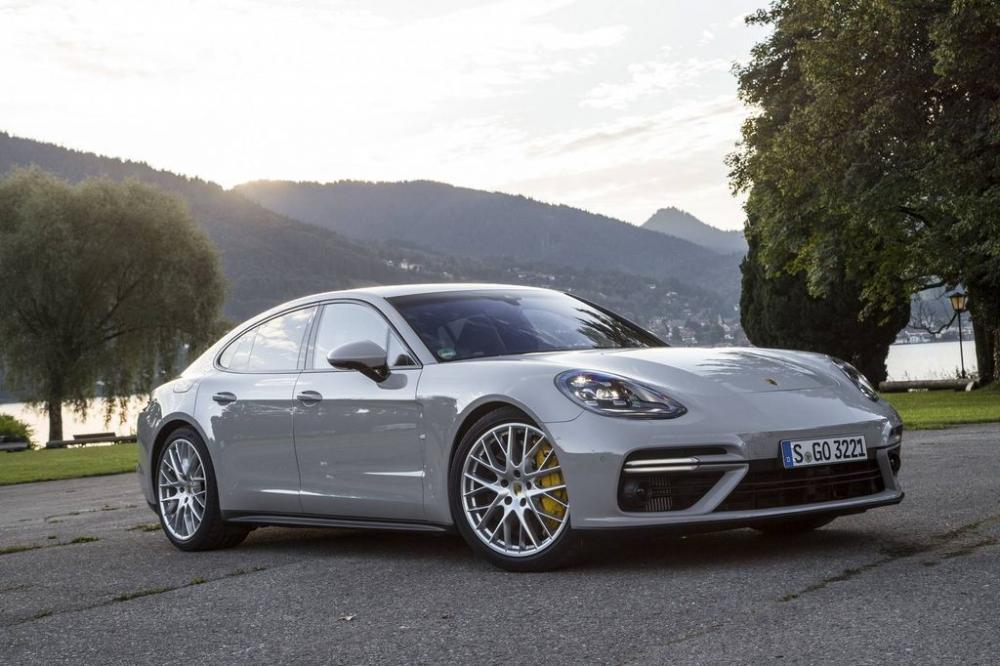 Porsche Panamera Turbo 2017 1