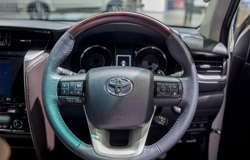 Toyota Fortuner 2017 8