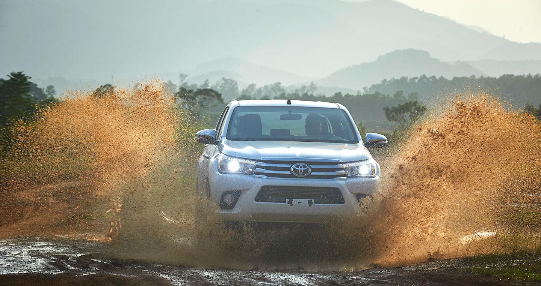Đánh giá xe Toyota Hilux 2016