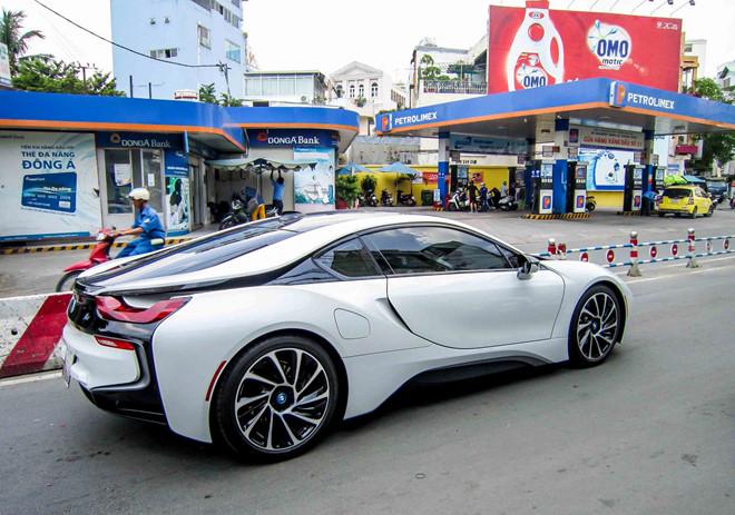 BMW i8 siêu xe có giá gần 7 tỷ