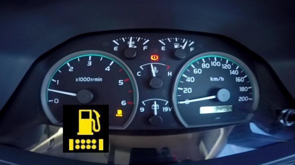 Để bình xăng ô tô cạn, gây hại cho xe