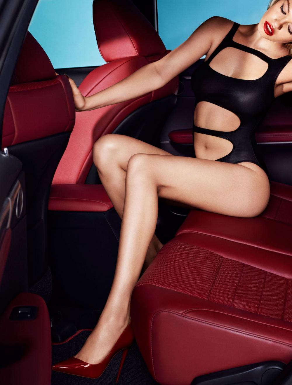 Cùng ngắm thánh nữ Hailey Clauson khoe vẻ kiêu sa bên Lexus RX 2016 5