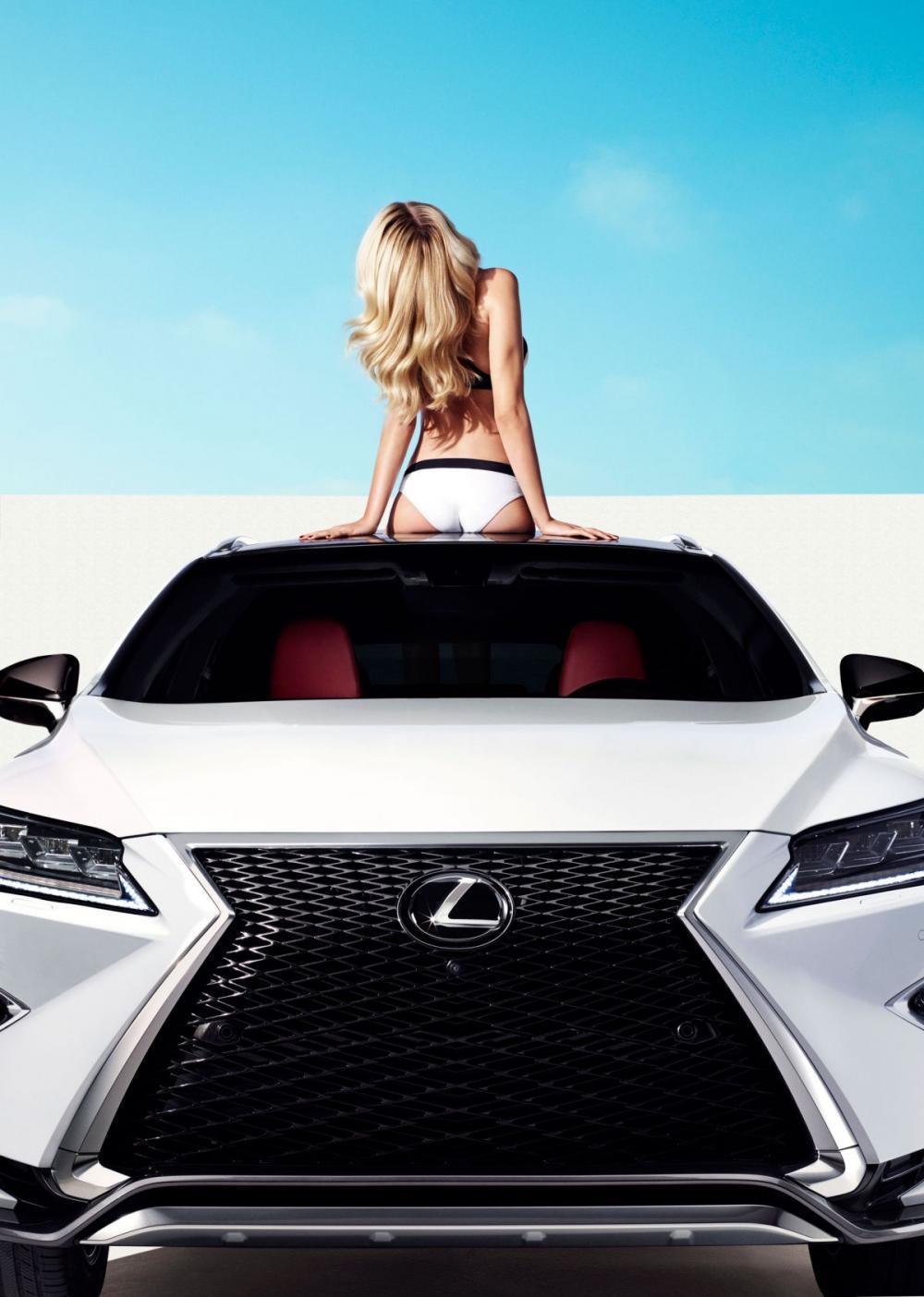 Cùng ngắm thánh nữ Hailey Clauson khoe vẻ kiêu sa bên Lexus RX 2016 8