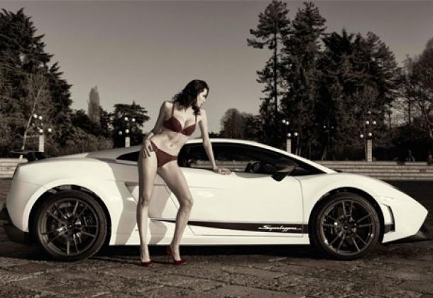 Loạt chân dài nóng bỏng khoe dáng bên siêu xe Lamborghini 3
