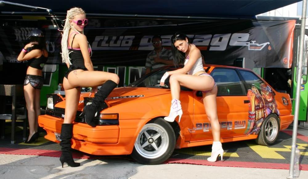 Dàn mỹ nhân nóng bỏng bên những chiếc siêu xe mạnh mẽ 4