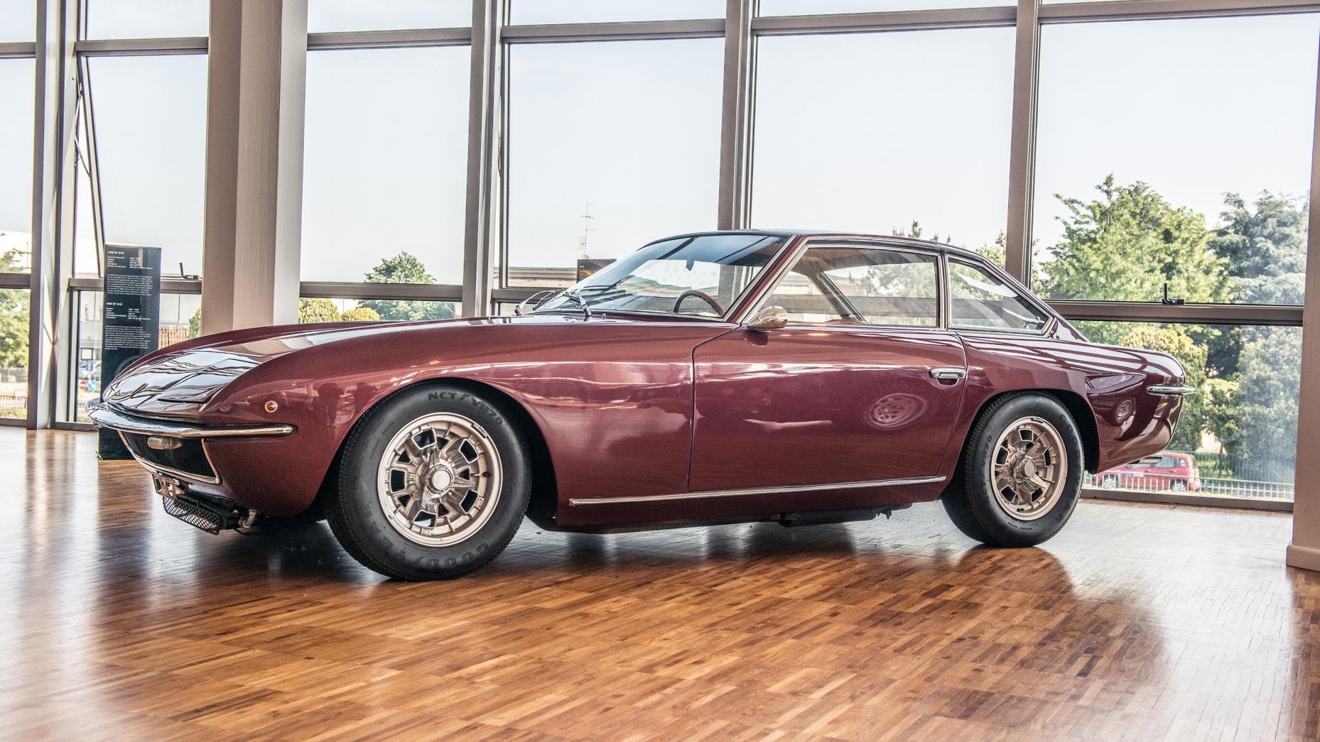 Cùng chiêm ngưỡng bảo tàng của siêu xe Lamborghini 18