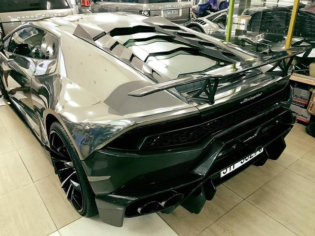 Bản độ Lamborghini Huracan Novara Edizione độc nhất Việt Nam được trang bị đồ chơi khủng
