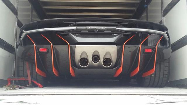 Cận cảnh siêu phẩm Lamborghini Centenario đầu tiên đặt chân đến Anh - Ảnh 5.