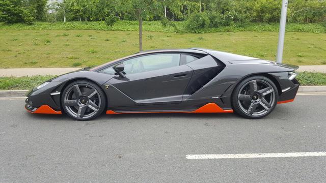 Cận cảnh siêu phẩm Lamborghini Centenario đầu tiên đặt chân đến Anh - Ảnh 2.