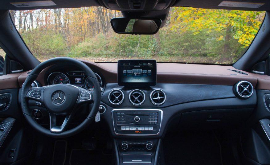 Audi A3 2017 và Mercedes-Benz CLA-Class 2017 2.1