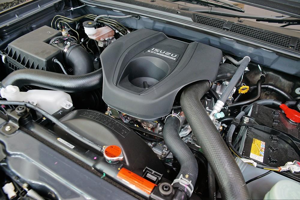 Chevrolet Captiva Revv và Isuzu MU-X 5