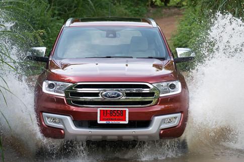 Ford Everest và Toyota Fortuner 8