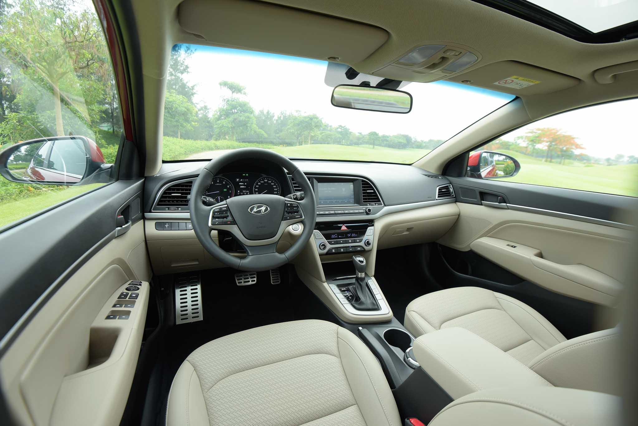Hyundai Elantra 2016 và Mazda 3 3