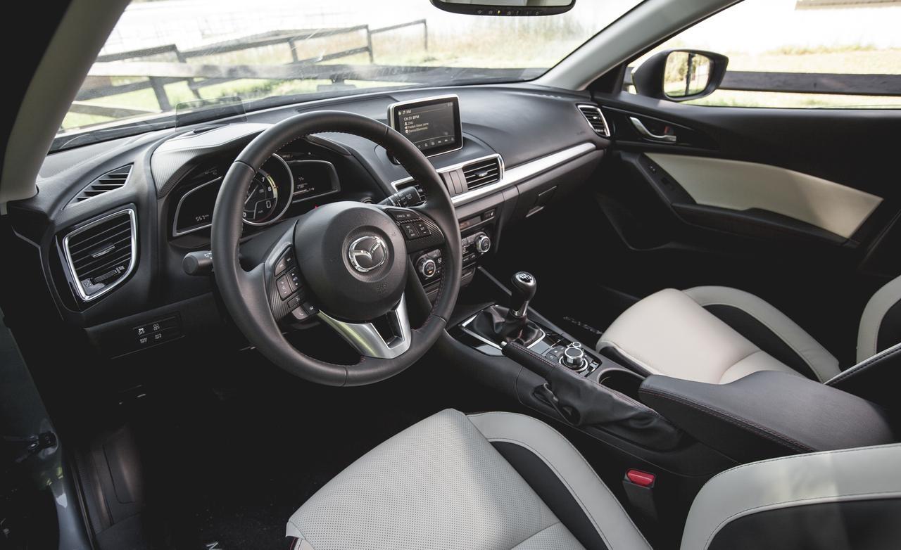 Hyundai Elantra 2016 và Mazda 3 4