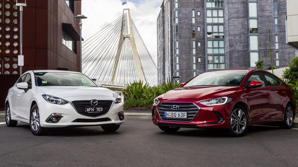 Hyundai Elantra 2016 và Mazda 3
