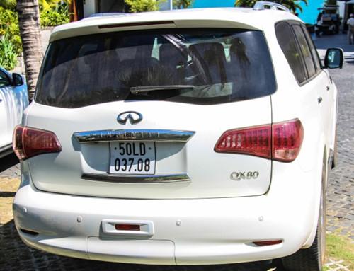 Infiniti QX80 và Lexus LX570 4