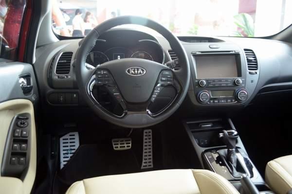 Kia Cerato và Mazda3 5