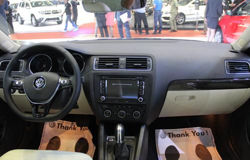 Mazda3 sedan và Volkswagen Jetta 3.1