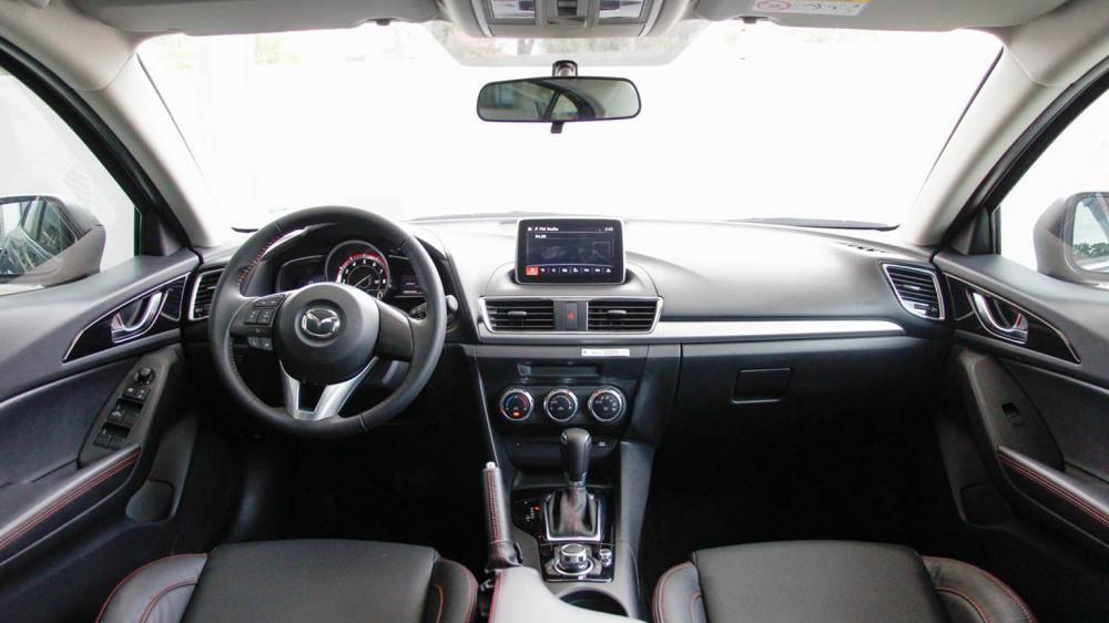 Mazda3 sedan và Volkswagen Jetta 3